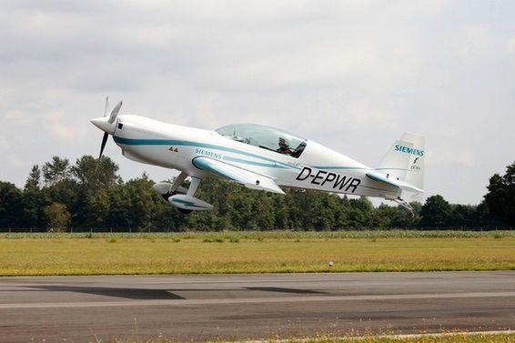 新型飞机囹�a_西门子推新型电机 助力extra 330le飞机首飞