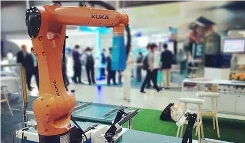 出了智能制造、高端装备、汽车制造、工业服务和战略新兴产业.发图片