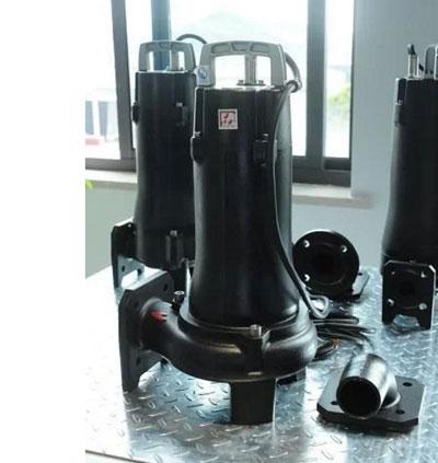 用普通的抽水泵没法解决问题,但是这款水泵是可以把污水和污泥一起排