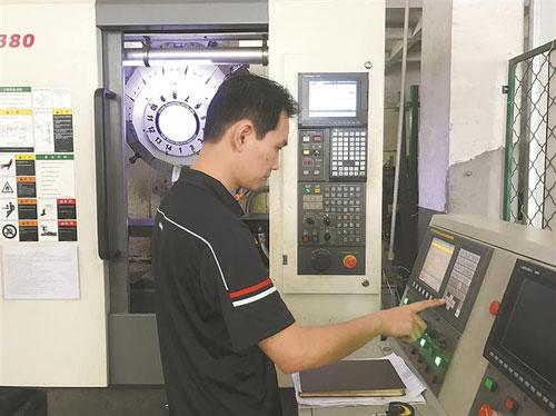 覃继明:为数控机床产业升级注入新
