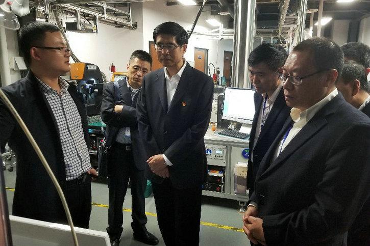 孙智勇一行参观机动学院的国家重点实验室