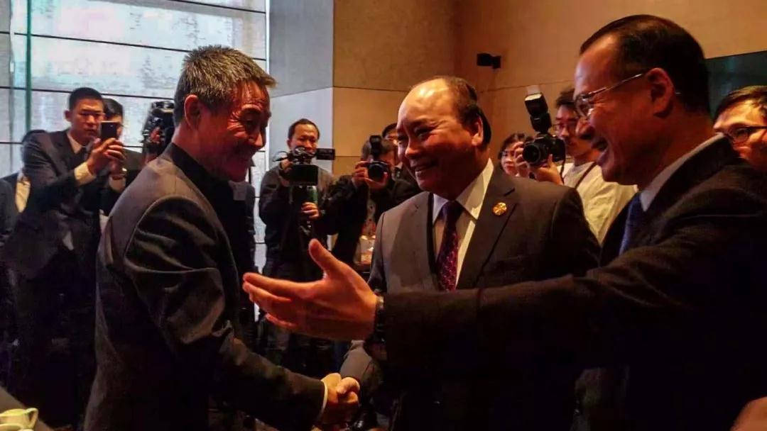 11月4日上午,哈电集团董事长斯泽夫与越南总理阮春福交流