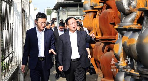 永嘉縣委書記姜景峰走訪浙江嘉隆機械有限公司等5家民營企業