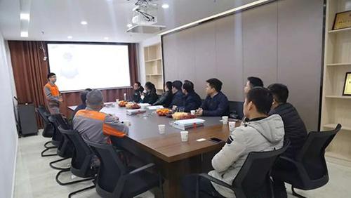 听取公司中南领先流体设备研发制造基地项目介绍并座谈