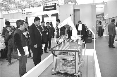 聚合(天津)智能制造有限公司在第十五届中国(天津)国际博览会上展出阀门喷涂工作站