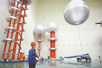 高海拔高干环境下±800千伏特高压阀厅空气净距试验研究