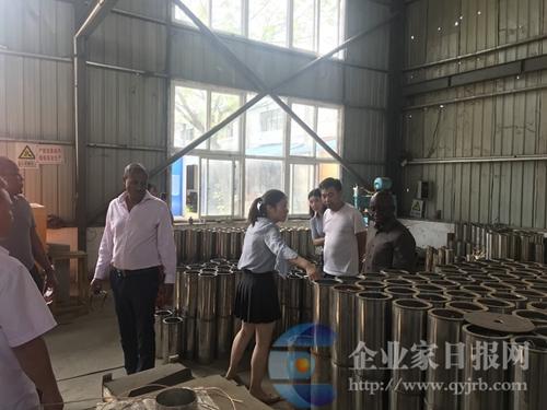 非洲农业来访团到郑州阀门厂、金宏兴机械公司、海龙泵业公司参观