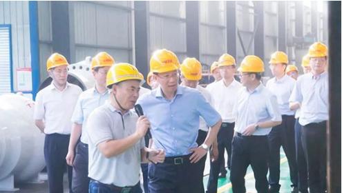 四川省政协钟勉副主席莅临新地佩尔调研指导