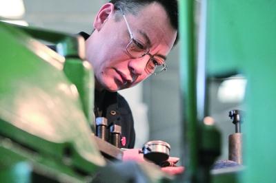 能做数控机床做不出的部件!一线工人王景峰用创新书写奋斗之歌