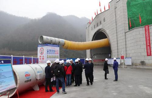 中铁十八局集团物贸公司涿州水泵厂生产的SDDF-3 11A隧道轴流通风机应用于郑万高铁苏家岩隧道(伍振 摄)