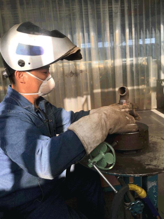 记利欧集团大连泵业铆焊工杨师傅-责任成就卓越