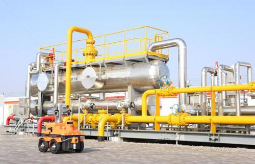 长庆油田采气四厂: 新型机器人成为天然气生产安全运行的守护神
