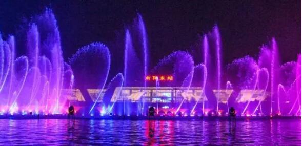 让我们来看看南阳高铁站的喷泉