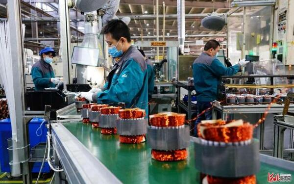 工人在威乐水泵电机幸运赛车生产车间加紧生产电机产品