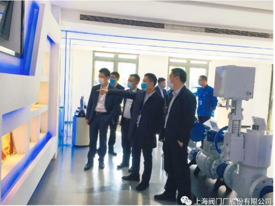 董事长王建克陪同到访领导参观展厅