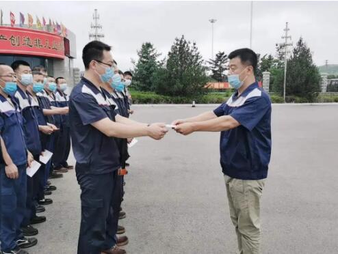 大连冶金轴承股份有限公司颁发基干民兵入队认证书