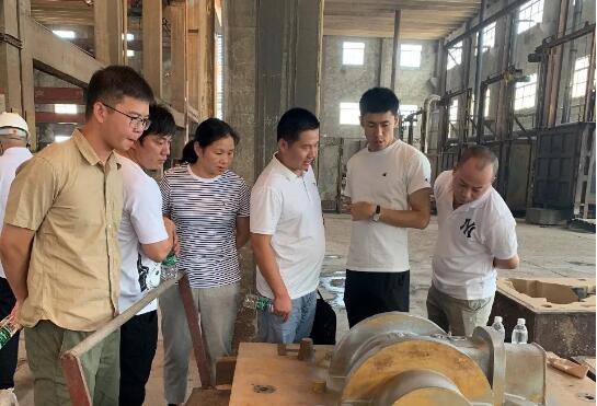 北阀总厂高层领导一行在江苏荣元铸业有限公司参观车间