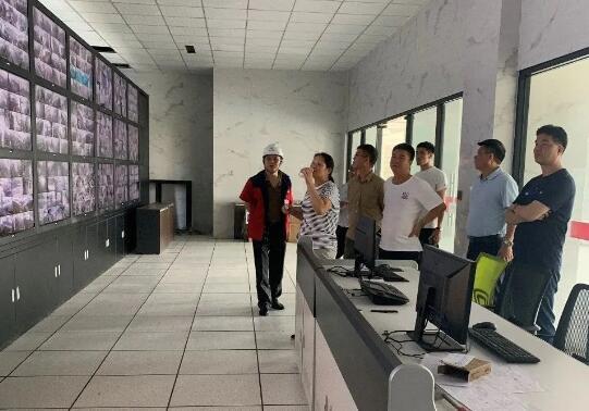 北阀总厂高层领导一行在江苏苏盐阀门机械有限公司参观监控中心