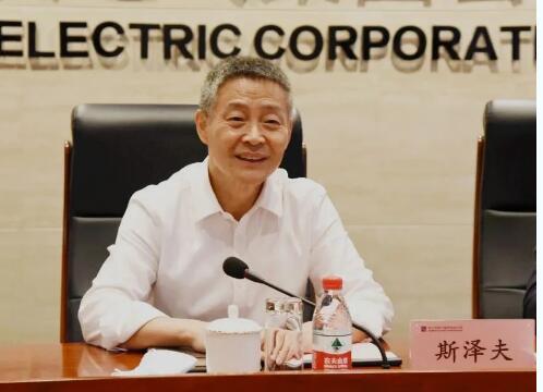 集团凤凰网游戏平台凤凰网游戏平台党委书记、董事凤凰网游戏平台斯泽夫出席会议。