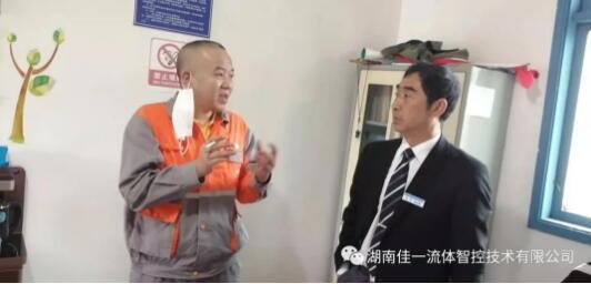 同凤冈县琊川完小的赵校长交流。