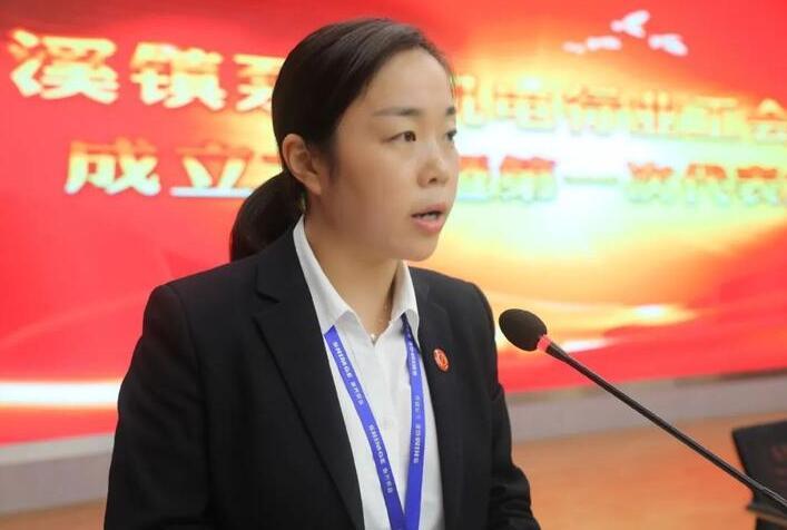 新当选联合工会主席黄珊发言