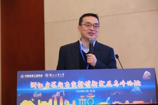 浙江大学流体动力与机电系统国家重点实验室主任、教育部长江学者徐兵教授作大会特邀报告