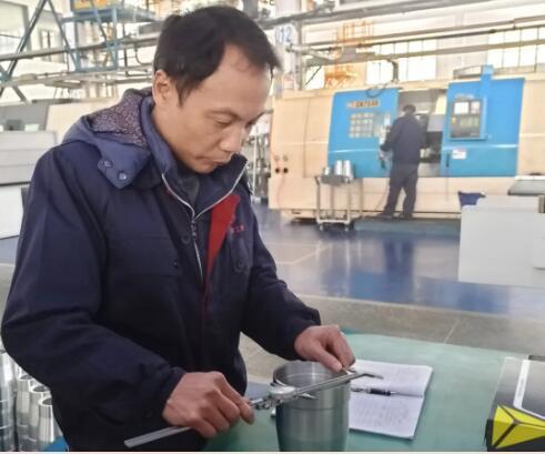 """江南工业集团:""""质量之星"""" 黄利:按标准把关质量"""