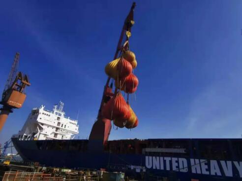 沪东中华造船:优化型13000吨重吊船首船完成克令吊联吊试验