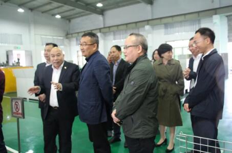 温州市人大副主任、市总工会主席张洪国一行至苍南仪表开展工会工作调研