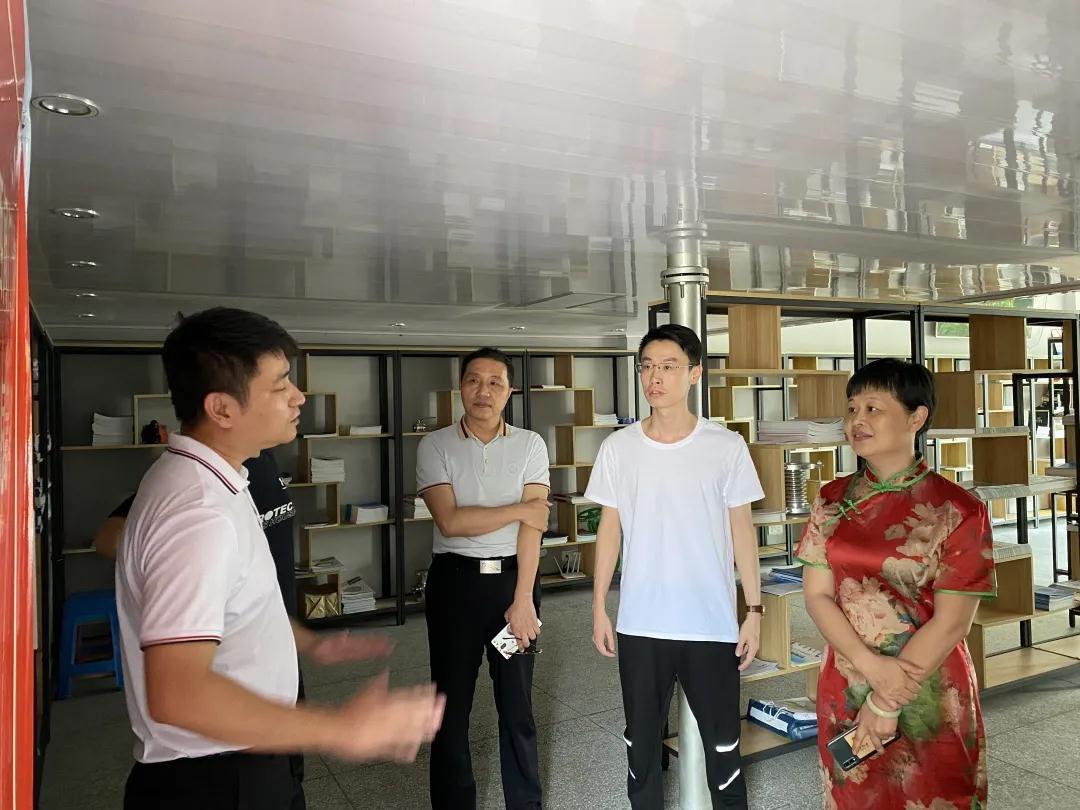 南安市科技局局长李红婷一行莅临海西阀门协会考察指导