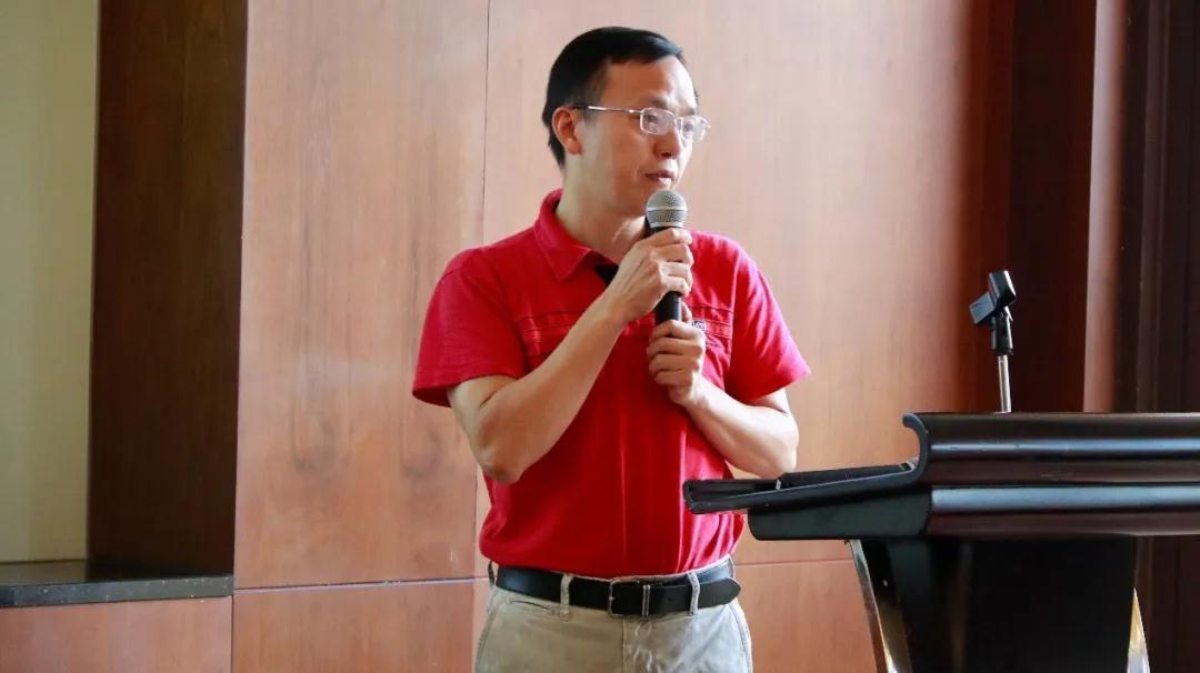 仪表公司总工程师吴斌主持会议