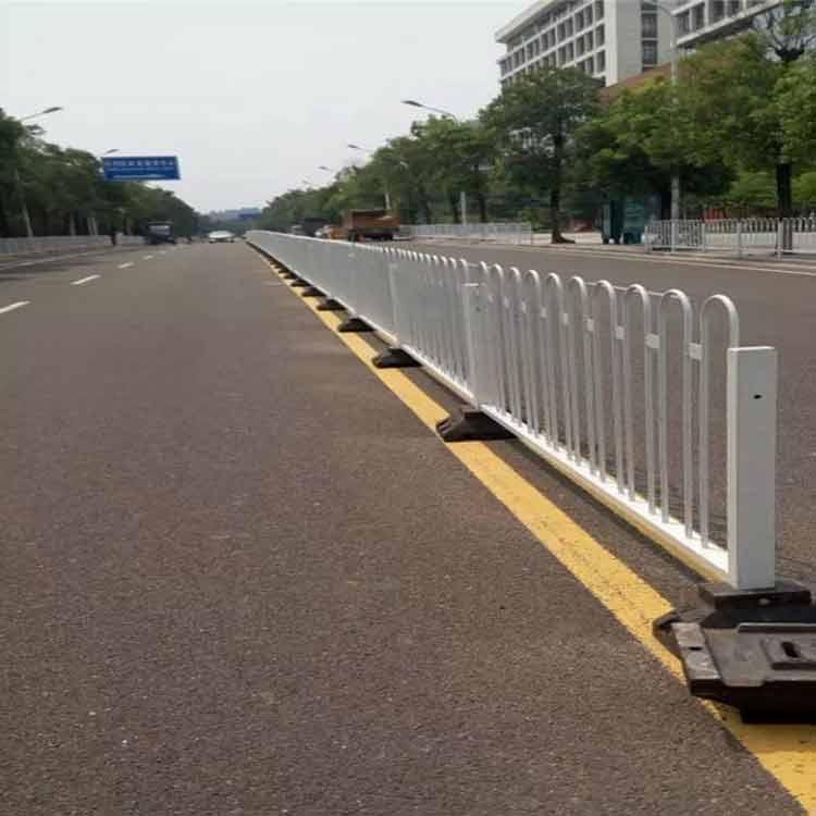 佛山京式护栏生产厂家 广州特色市政护栏 东莞人行道栏杆安装